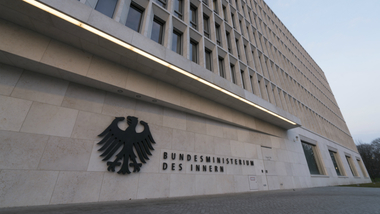 Logo of the Federal Ministry of the Interior at the protocol entrance of the Moabiter Werder building (refer to: Structure and Organization)