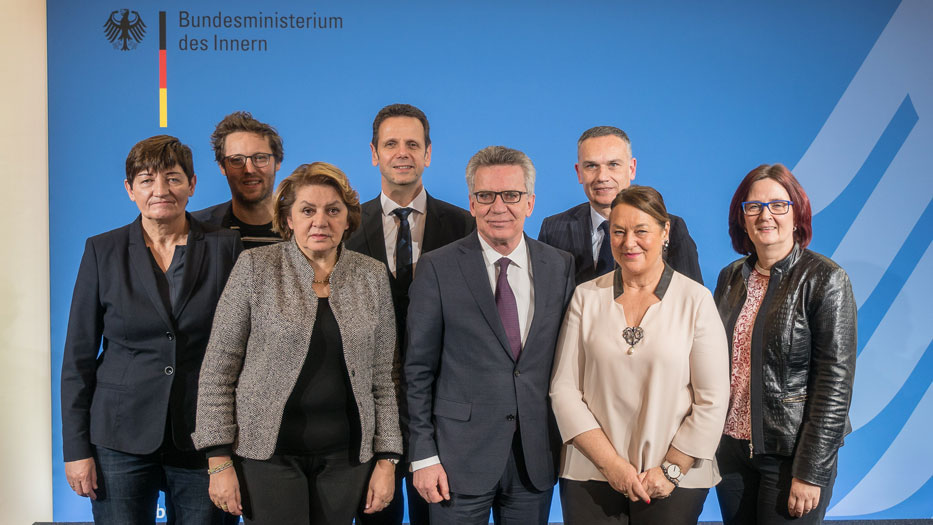 Group photo of the delegation with Federal Minister of the Interior, Dr Thomas de Maizière