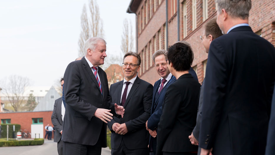 Heads of the security authorities welcome Federal Minister Seehofer to the GTAZ