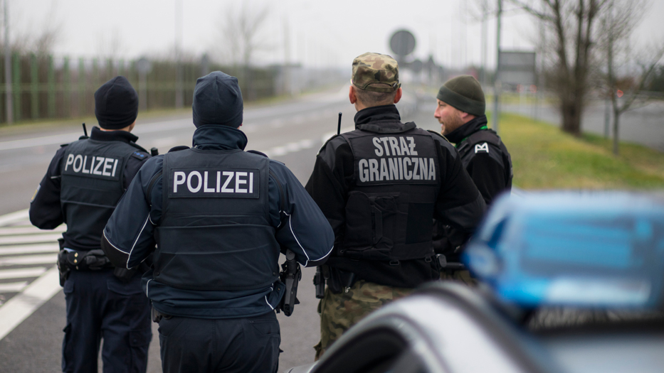 German police officers and Polish border guards carrying out a road-side check